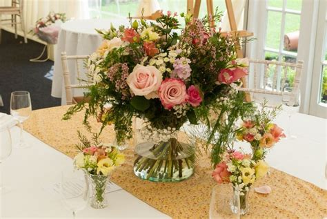 best flowers for weddings best summer wedding bouquets with summer wedding flowers