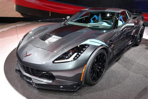 2017 Corvette Motor by 2017 Chevy Corvette Grand Sport Debuts At Geneva Motor