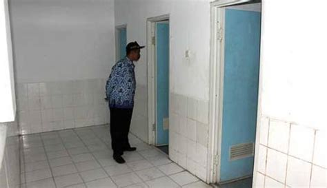 Sayap Besi Novel Volume 1 3 alamak pasangan abg begituan di toilet pasar terekam cctv page 2 kriminal jpnn