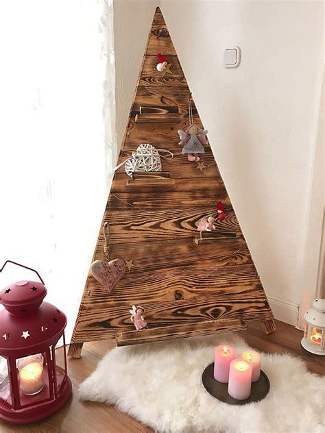 weinachtsbäume von weihnachtsmarkt aus holz adventszeit geflammter weihnachtsbaum aus holz 135x80cm obstkisten de