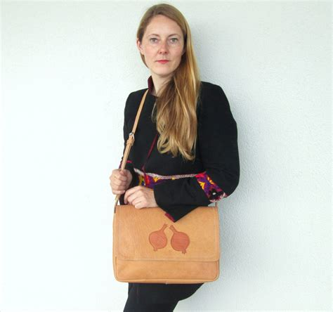 anar pomegranate messenger bag gundara