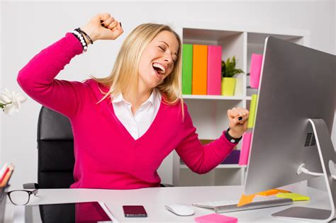 how to perform better at work happy perform better how to be happier at work