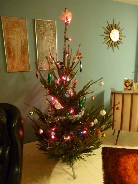 christmas tree in 1970s our 1970s tree kate beavis vintage expert