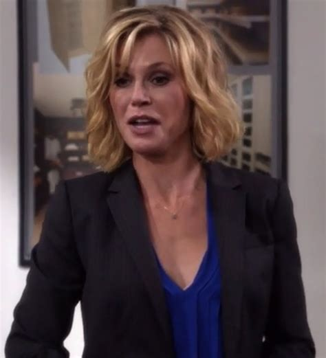 modern family hairstyles blouse claire dunphy julie bowen modern family blue