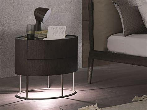 nachttisch mit integrierter beleuchtung runder nachttisch aus eichenholz mit schubladen mit