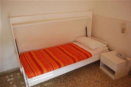 letto chiudibile casa moderna roma italy letto singolo richiudibile