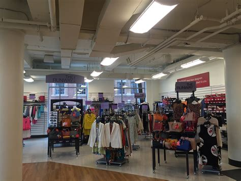 hairstyle on newburry street first look t j maxx opens on newbury street by hynes