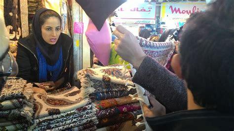 tutorial hijab laudya chintya bella di iklan sho hijabers ini 5 trik mencuci scarf agar selalu terlihat