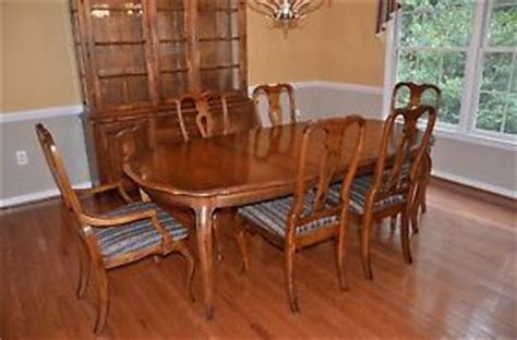 Ethan Allen Country French Dining Table And Chairs - colonial french country dining room set table 6 ladderback chairs china hutch