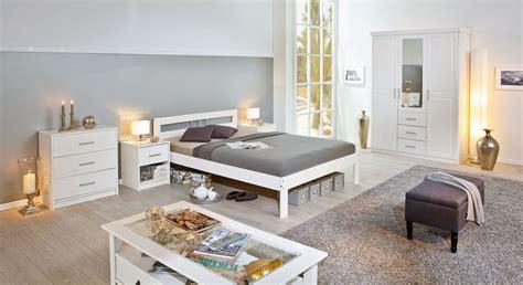 preiswerte betten komplett preiswertes schlichtes komplett schlafzimmer kiefer massiv