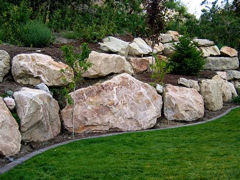 Landscape Edging With Boulders Boulder Retaining Wall Offers The Experience Of 200 000