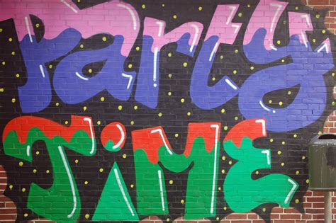 graffiti party decorations