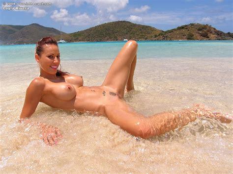 Bikini Slut Loves Bathing Sexy Nude Paradise