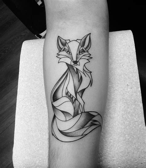 simple design of tattoo simple fox