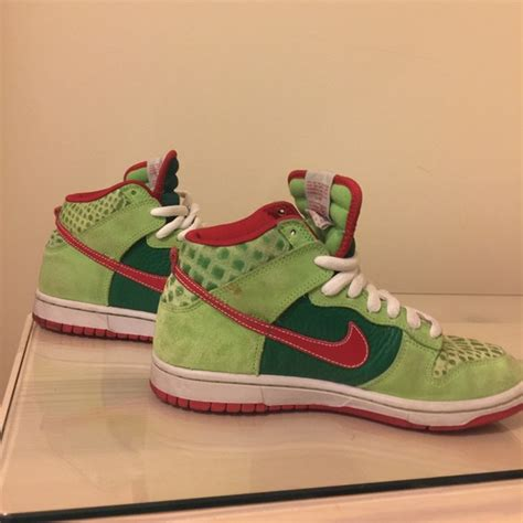 dr house nike shoes 71 off nike shoes nike sb high top dunks quot dr feelgood quot from c s closet on poshmark
