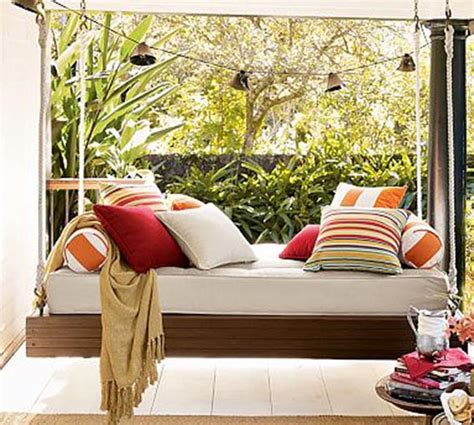 hanging day bed easy diy project hanging daybed outdoortheme com