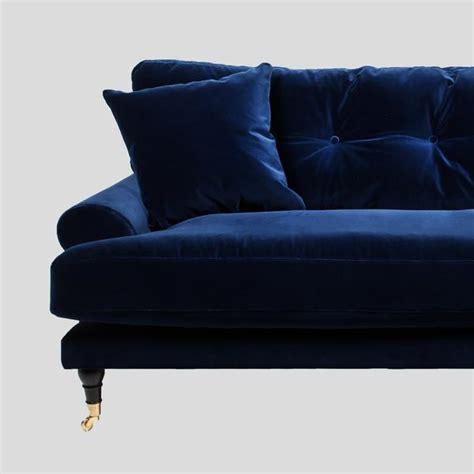Blanca deep blue velvet sofa att pynta
