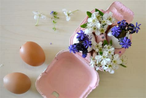 fiori di cartapesta fai da te decorazioni fai da te con fiori e uova per la tavola di pasqua