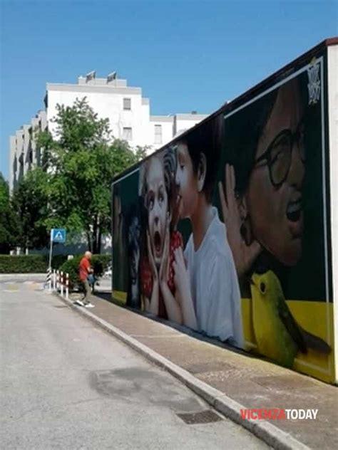 ufficio postale vicenza poste italiane un murale veste di nuovi colori l ufficio