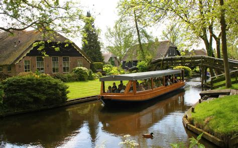 boat tour giethoorn welcome to giethoorn holland s magical village where the