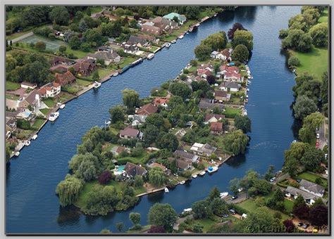 thames river islet islands in the river thames