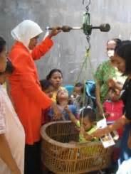Timbangan Posyandu apa sih yang di timbang itu koran anak indonesia