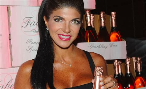 does teresa giudice have hair extensions teresa giudice surrenders hair extensions to prison
