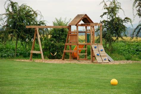 giochi legno giardino giochi da giardino ecco come progettare casette scivoli