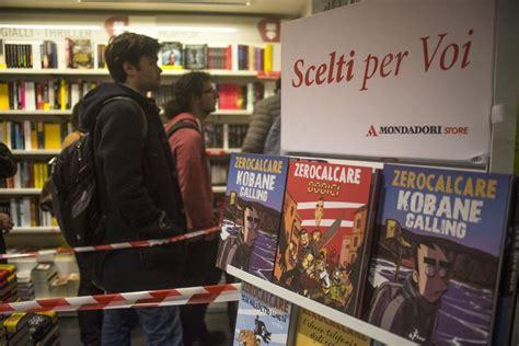 libreria mondadori bologna bologna in coda alla libreria mondadori per zerocalcare