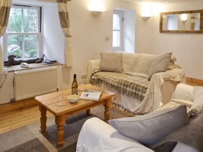 Meadow Cottage St Just by Meadow Cottage Ref 30437 In Tregeseal Near St Just