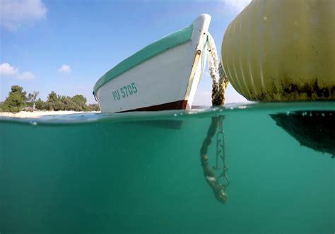 under boat camera how to shoot over under underwater photos wetsuit megastore