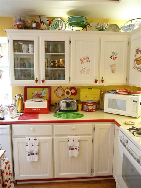 yellow vintage kitchen best 25 retro kitchens ideas on pinterest vintage kitchen eclectic aprons and yellow kitchens