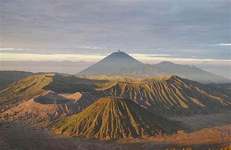 Rakyat Jawa Timur Jawa Gunung Bromo keragaman kenakan alam dan buatan serta pembagian wilayah waktu di indonesia