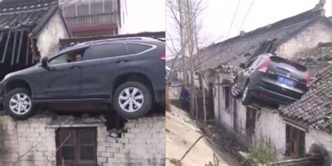 Tv Mobil Atap kocak mobil nyangsang di atap lihat cara