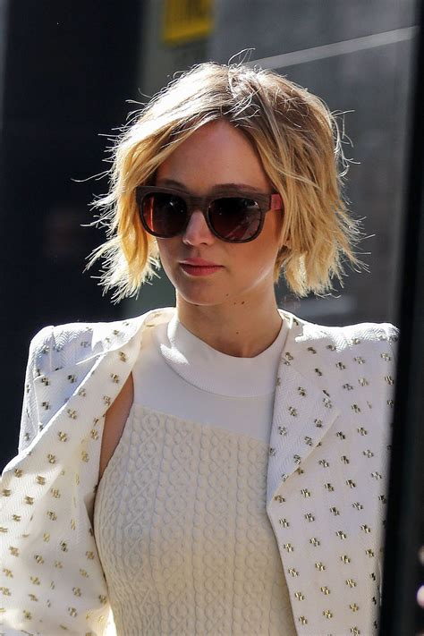 how long to grow out chin length hair with pictures all the hair stages it took jennifer lawrence to grow out