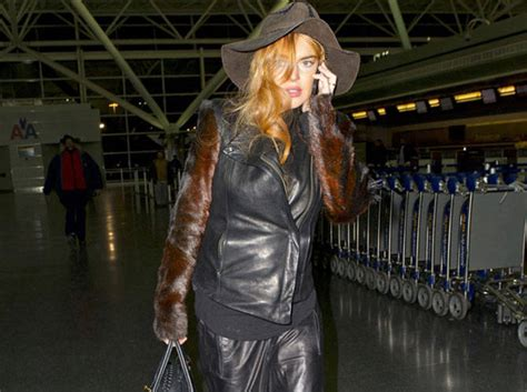 Lindsay Lohan Ditches Rehab by Lindsay Lohan Ditches Rehab Cosmo Ph