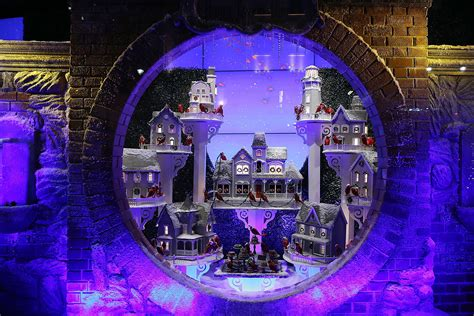 my favorite christmas window decorations in new york lord taylor unveiled its 2014 annual holiday windows