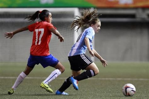imagenes de mujeres jugando futbol para facebook imagenes de chicas jugando futbol imagui