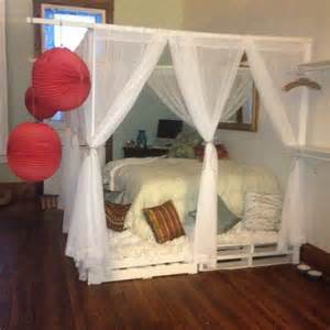 Canopy Bed Frame Do It Yourself Diy Pallet Canopy Bed For The Home I Am