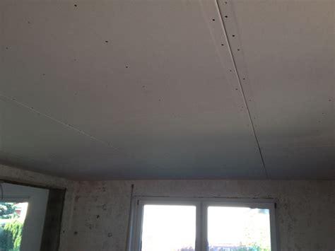Decke Mit Gipskarton Verkleiden by Decke Abh 228 Ngen Mit Dachlatten Gipskarton So Wird Es