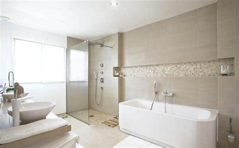 Superior Salle De Bain Zen Beige Et Blanc  #4: Jolie-salle-de-bain-beige-salle-de-bain-taupe-pour-avoir-une-salle-d-eau-moderne-et-elegante.jpg