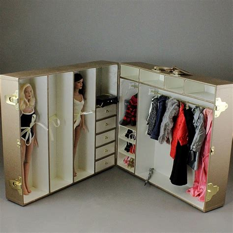 fashion doll carrying 2 robert tonner fashion dolls clothes and wardrobe