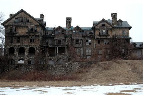 Old Mansions | decrepit old mansion creepy picture this is the story