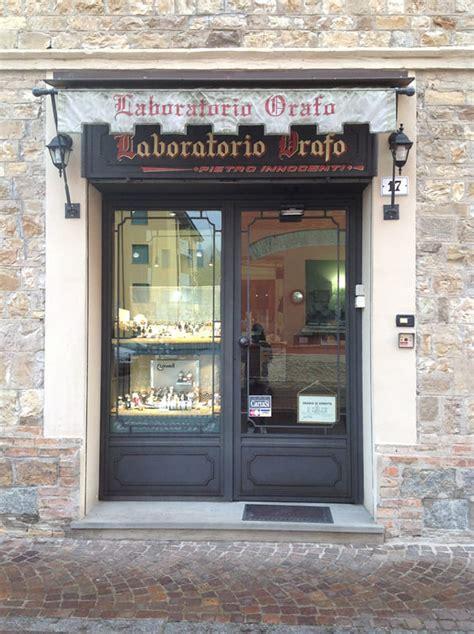 mobili per vetrine negozi vetrine e infissi per negozi in ferro artigianali rb fabbro