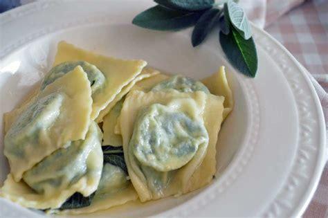ricetta ravioli ricotta e spinaci fatti in casa ravioli ricotta e spinaci fatti in casa con la ricetta