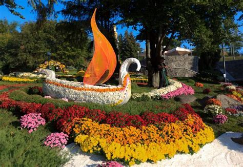 Fall Flower Garden Ideas 22 Floral Installations And Landscaping Ideas With Mums