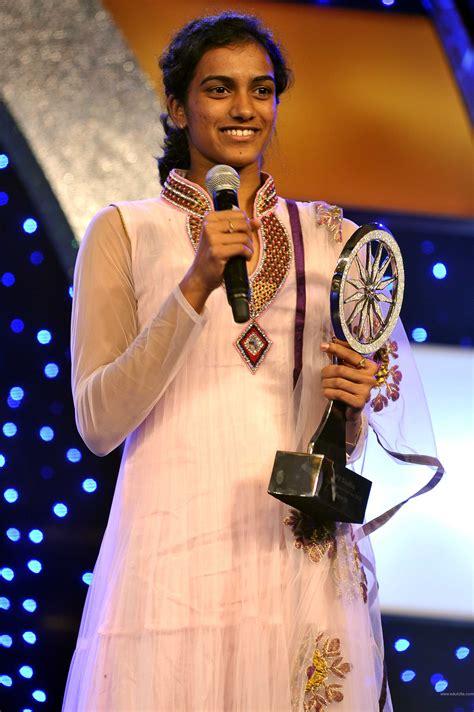 biography of pv sindhu p v sindhu indian medalist of rio olympics 2016 21 pics