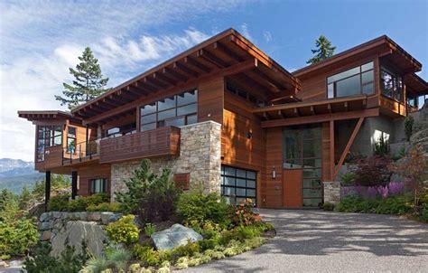Sweeping Mountain & Lake Views: Modern Chalet Architecture