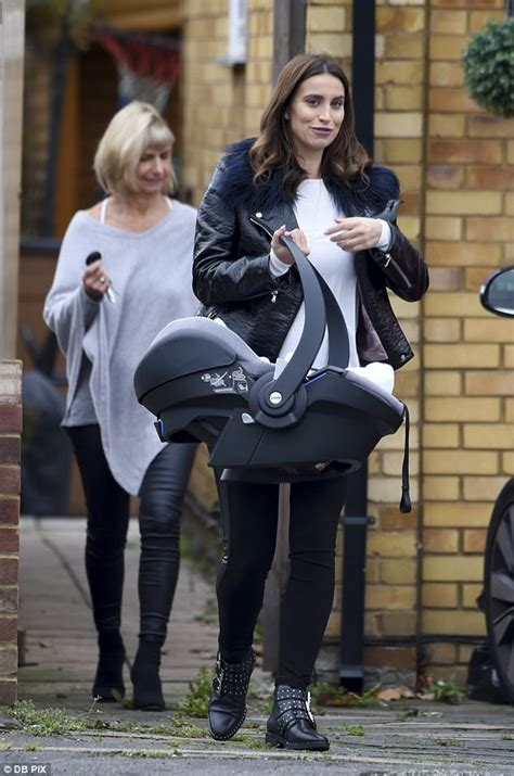 Dannielynns Baby To Be Revealed This Week by Ferne Mccann Steps Out With Sunday For The Time
