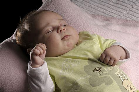 wieviel schlaf braucht ein 2 jã hriges 10 dinge die ein baby f 252 r seinen schlaf braucht